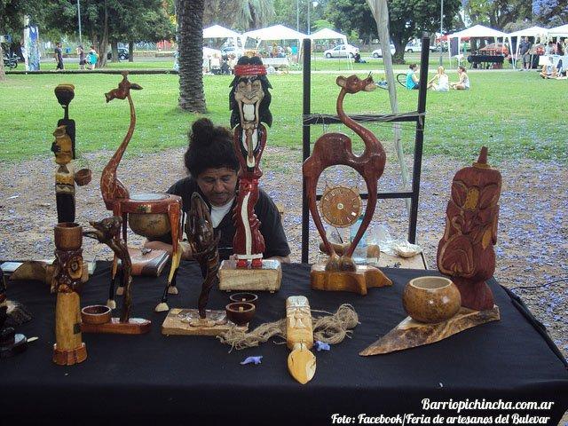 Artesanías en madera en la Feria del Bulevar