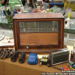 Vieja radio en venta en el Mercado Retro
